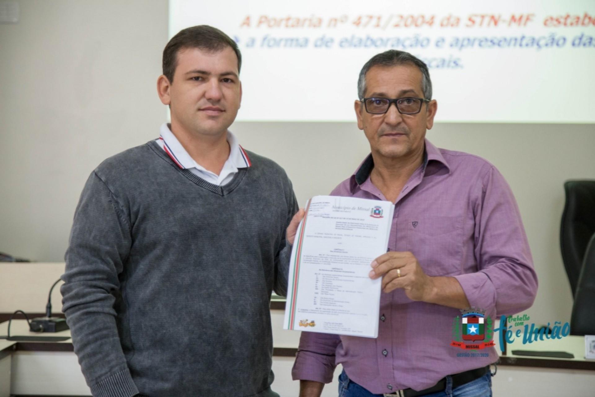 Administração Municipal de Missal entrega e apresenta o projeto da LDO em Audiência Pública