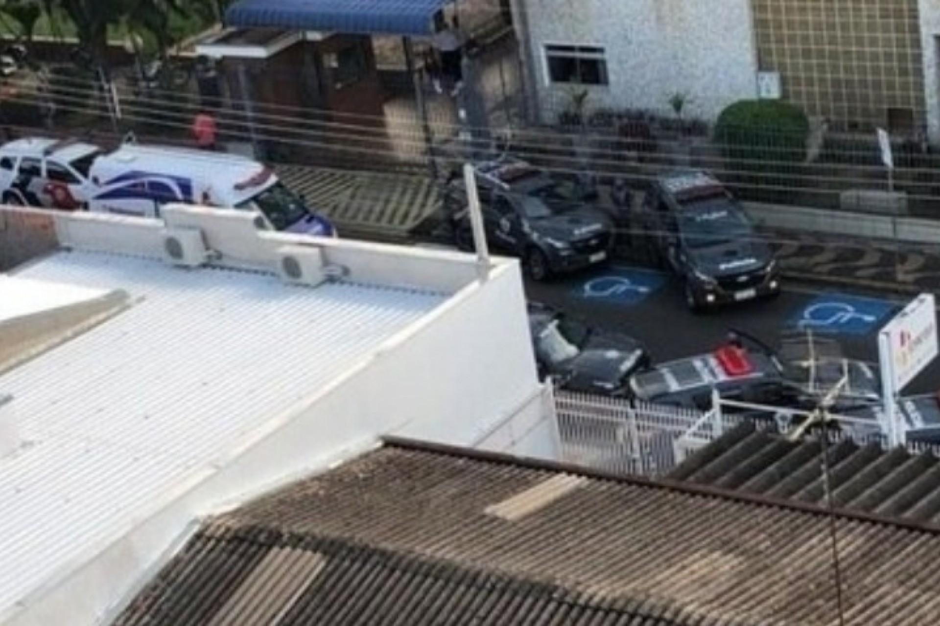 Adolescente invade escola e tenta matar diretora em Americana (SP)