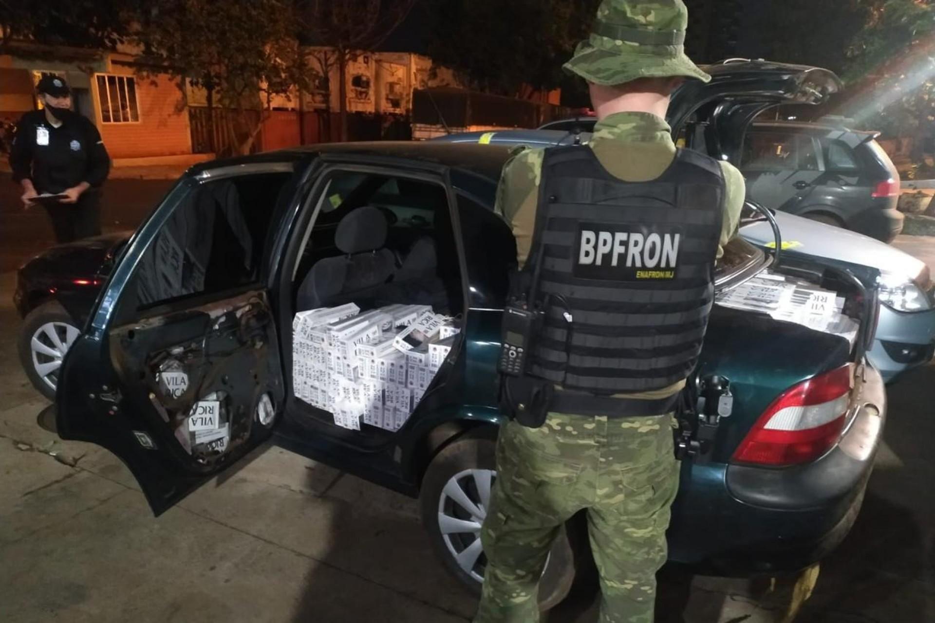 BPFRON apreende dois veículos carregados de cigarros em São Miguel do Iguaçu