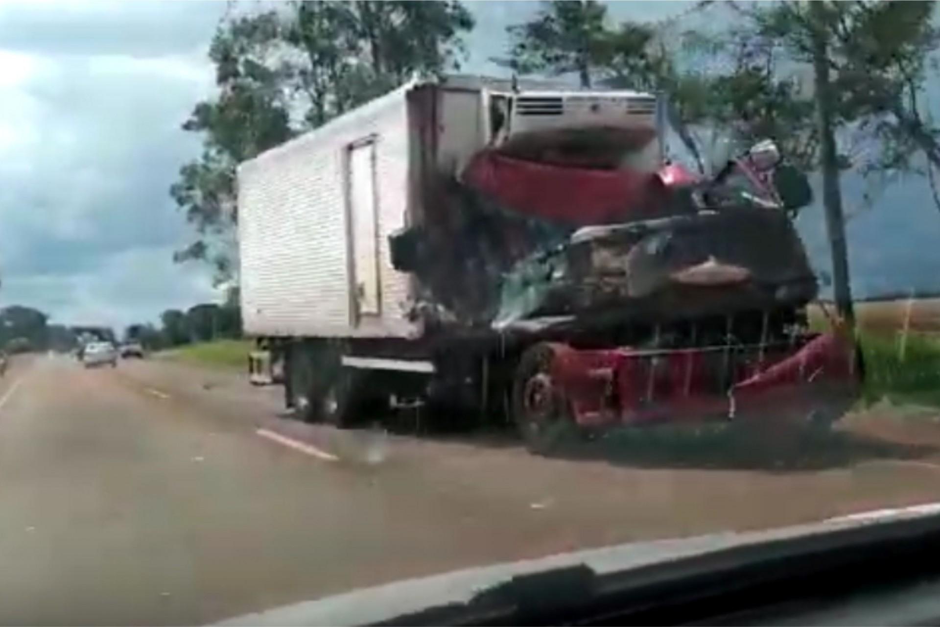 Caminhão de Medianeira se envolve em acidente próximo à Dourados no Mato Grosso do Sul