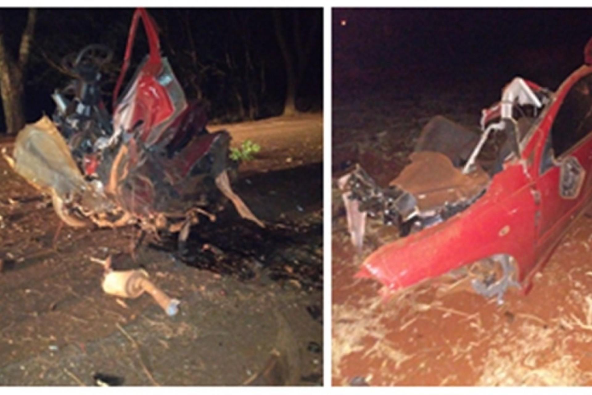 Carro fica destruído após bater em árvore na PR-497