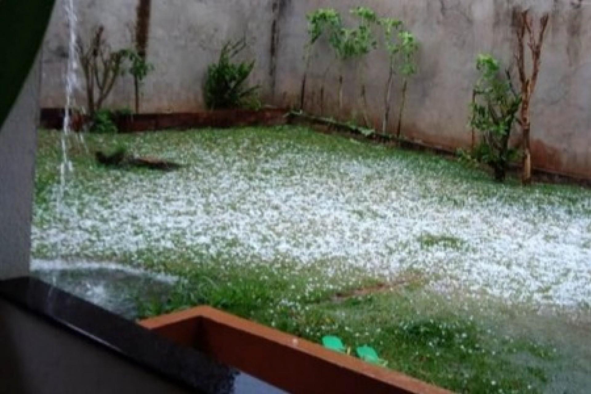 Chuva de granizo é registrada na região Sul de Cascavel