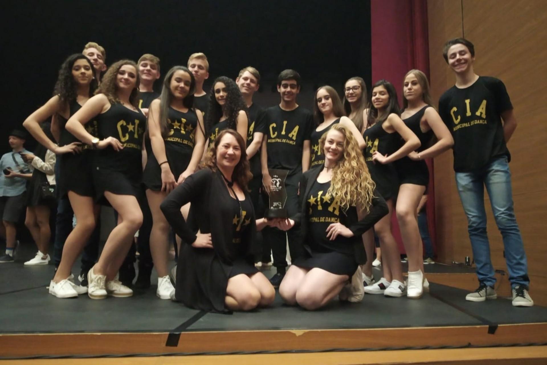Cia Municipal de Dança de Missal conquista 3º lugar na categoria folclore em Festival de Dança