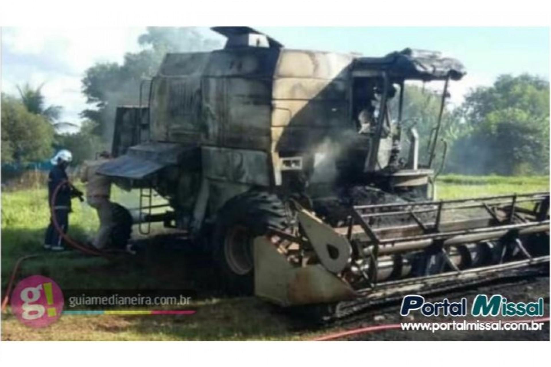 Colheitadeira fica destruída em incêndio no interior do município de Medianeira