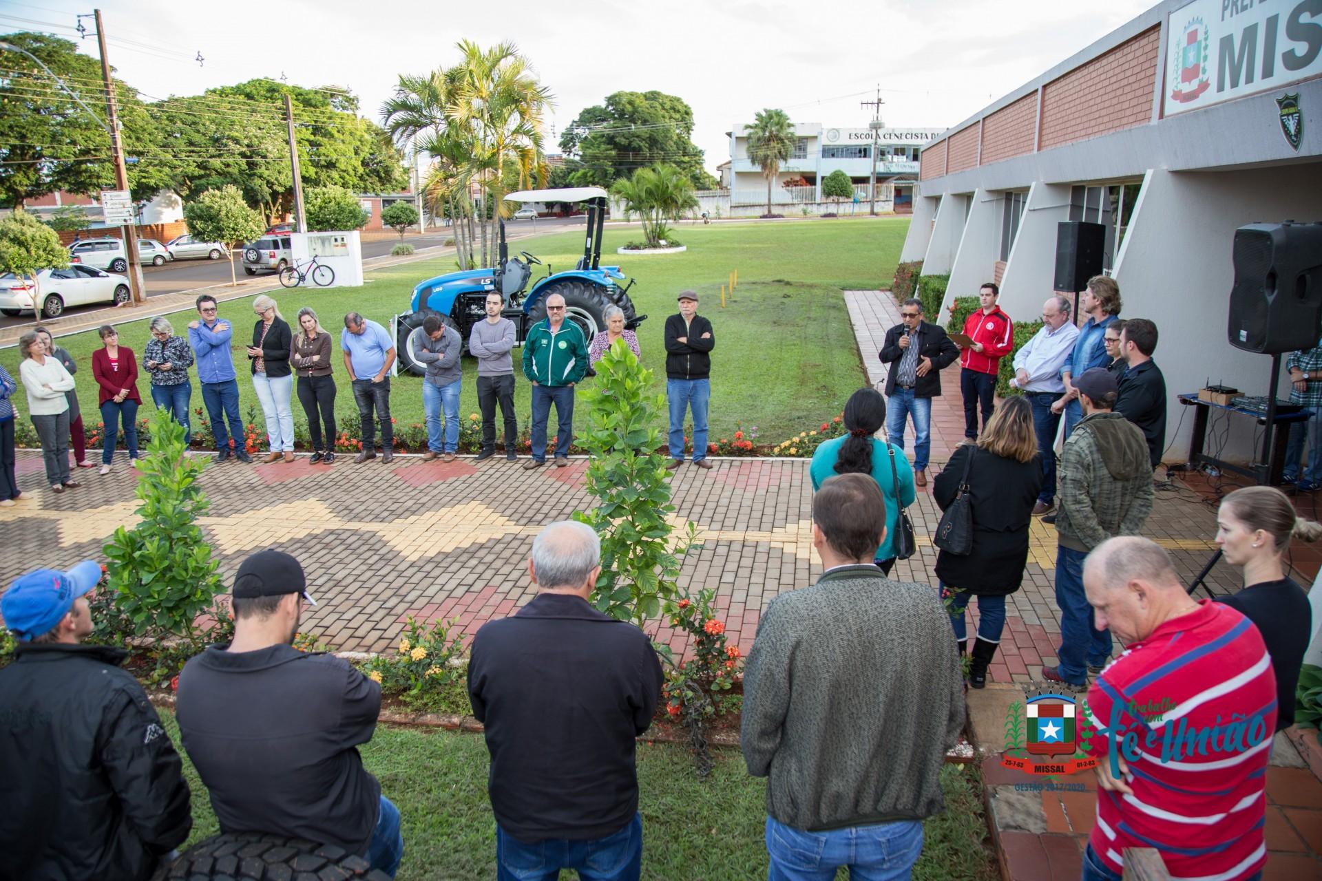 Comunidade de Águas Claras será beneficiada com um Trator