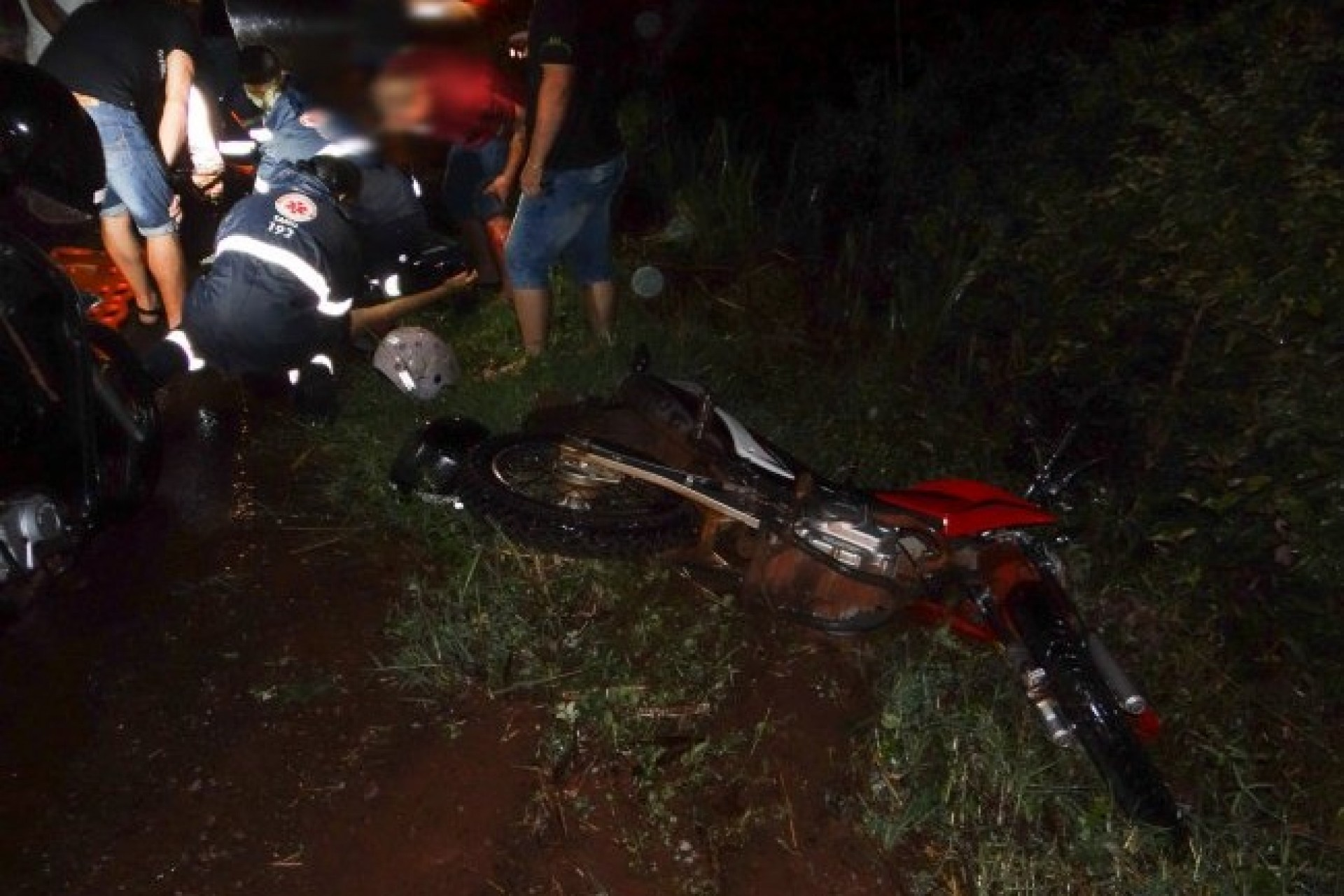 Condutor de Saveiro foge após colidir em traseira de moto na PR-317 em Santa Helena