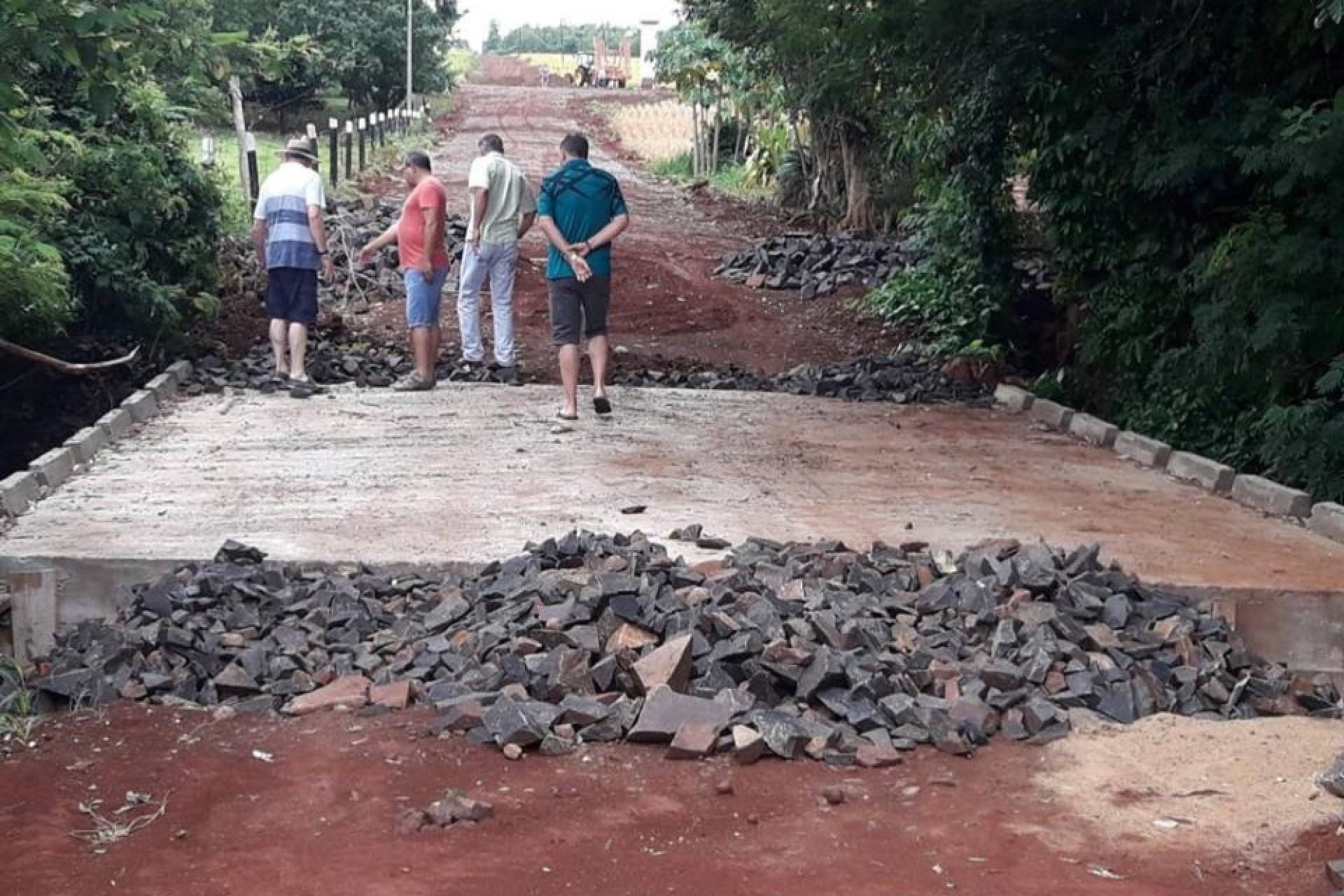 Construção de ponte que liga Dom Armando a 3 comunidades está em fase final