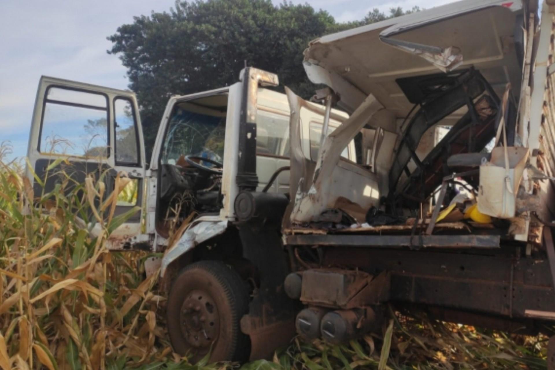 Grave acidente envolvendo caminhões é registrado na PR 495
