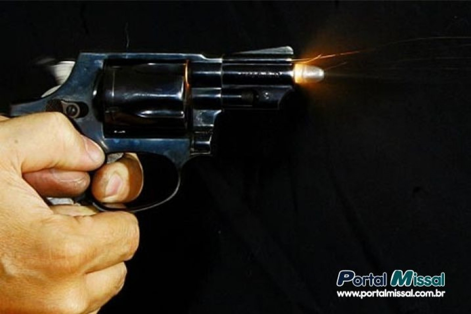 Homem leva tiro no pé ao conter adolescente armado em São Miguel