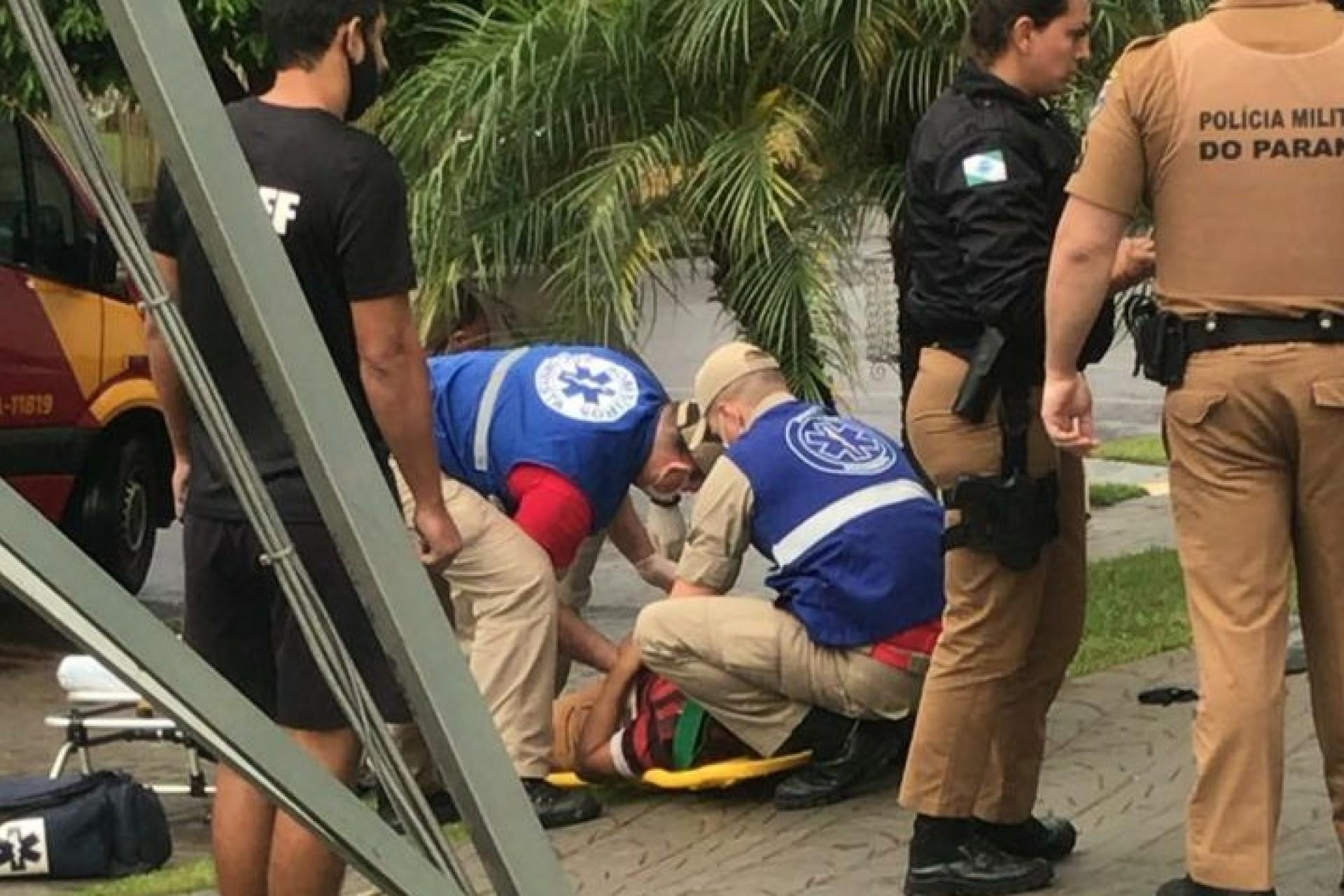 Medianeira: Assalto em frente à agência bancária termina com homem baleado