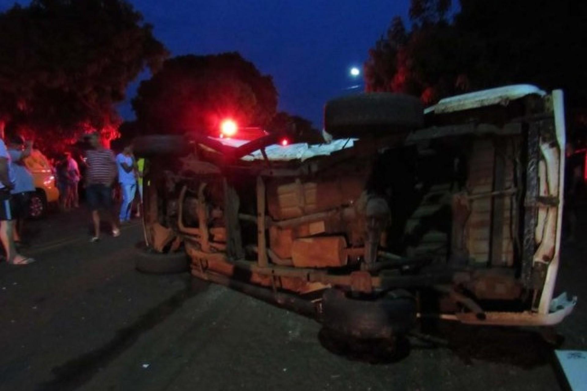 Motorista bate em dois veículos após fugir da polícia em Santa Helena