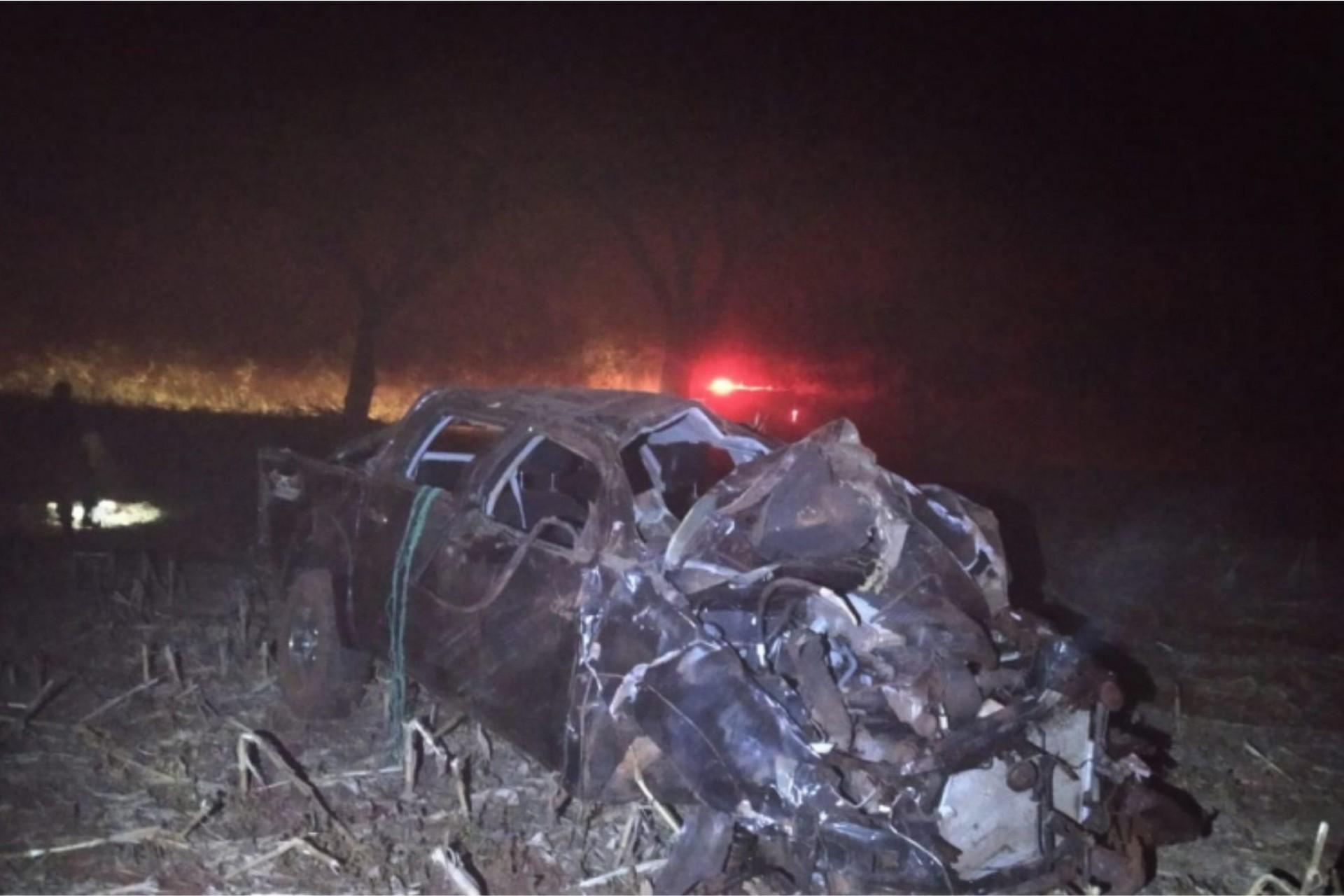 Motorista fica gravemente ferido após capotar caminhonete na PR 497