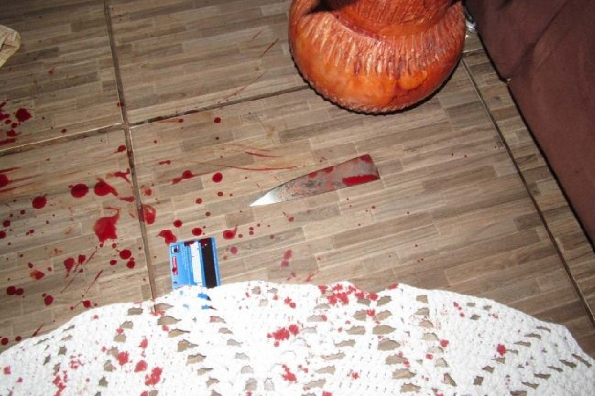 Mulher é esfaqueada pelo ex-marido após fim do relacionamento em Santa Helena