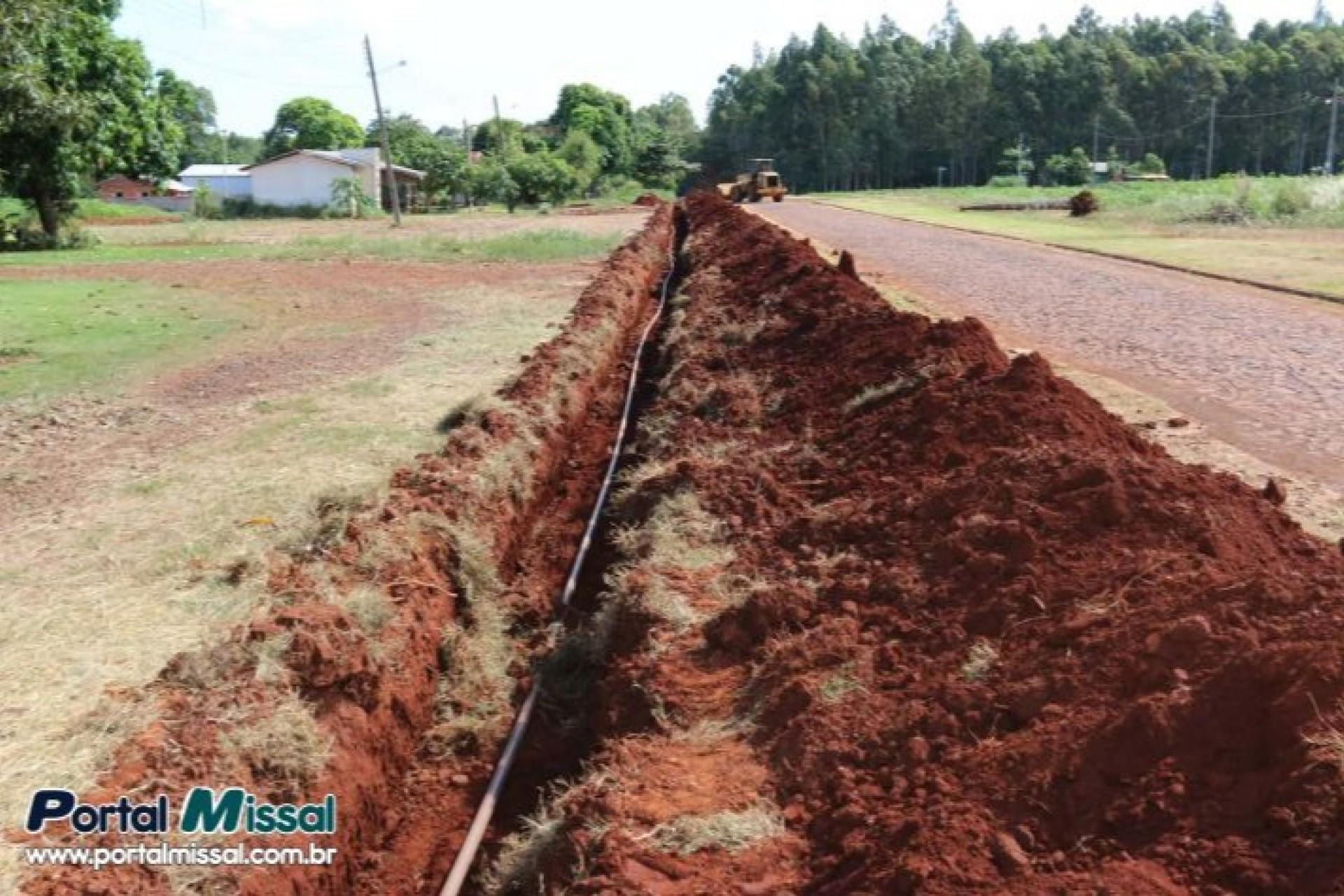 Município resolve problema de falta d'água em Vila Celeste e já parte para novas localidades
