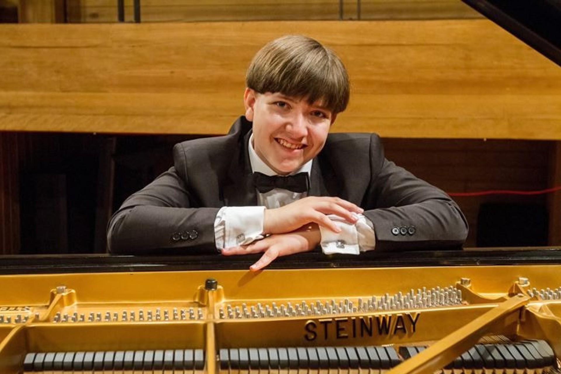 Pianista prodígio, de 15 anos, faz concerto em Medianeira amanhã dia 10