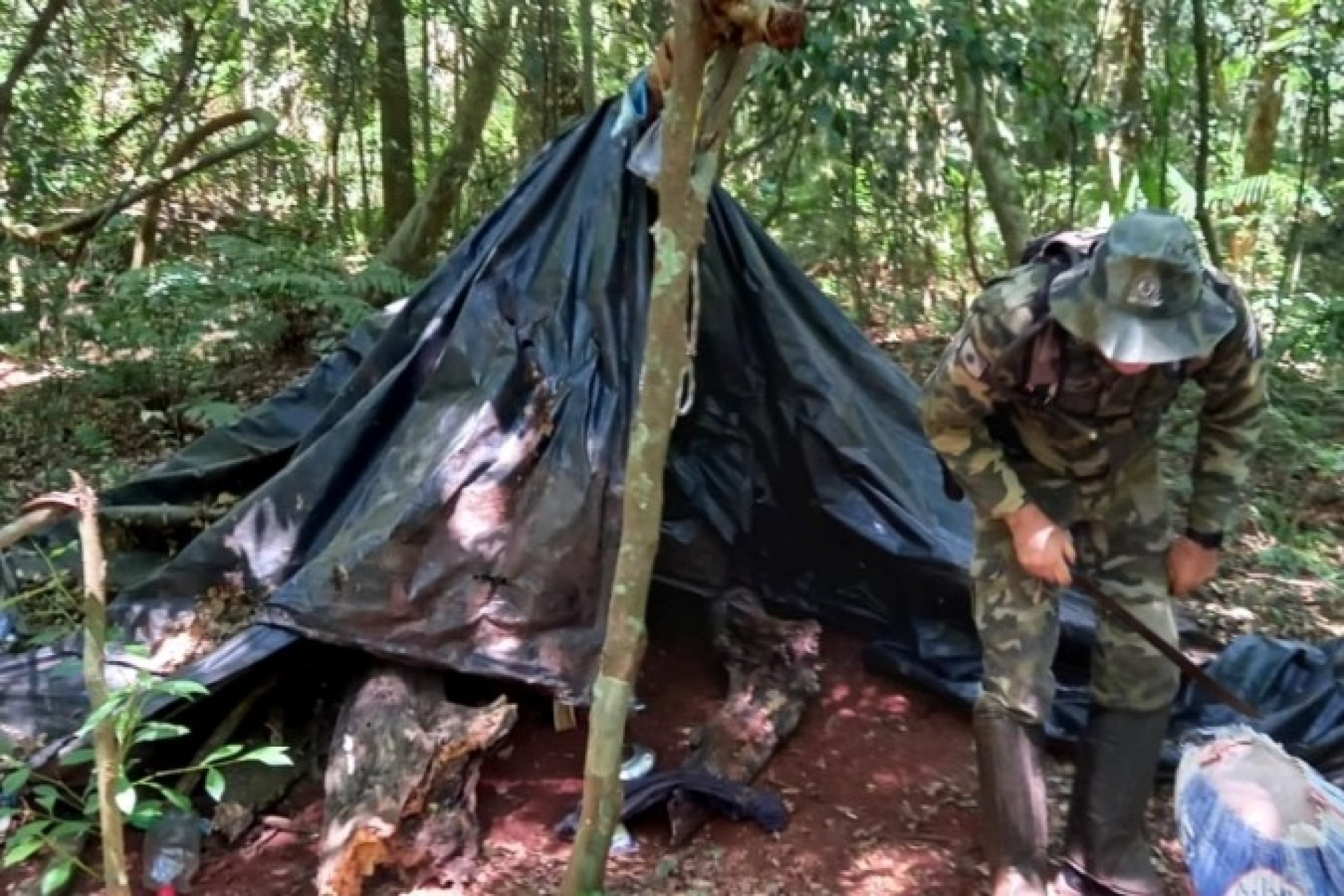 Polícia Ambiental destrói acampamentos dentro do Parque Nacional