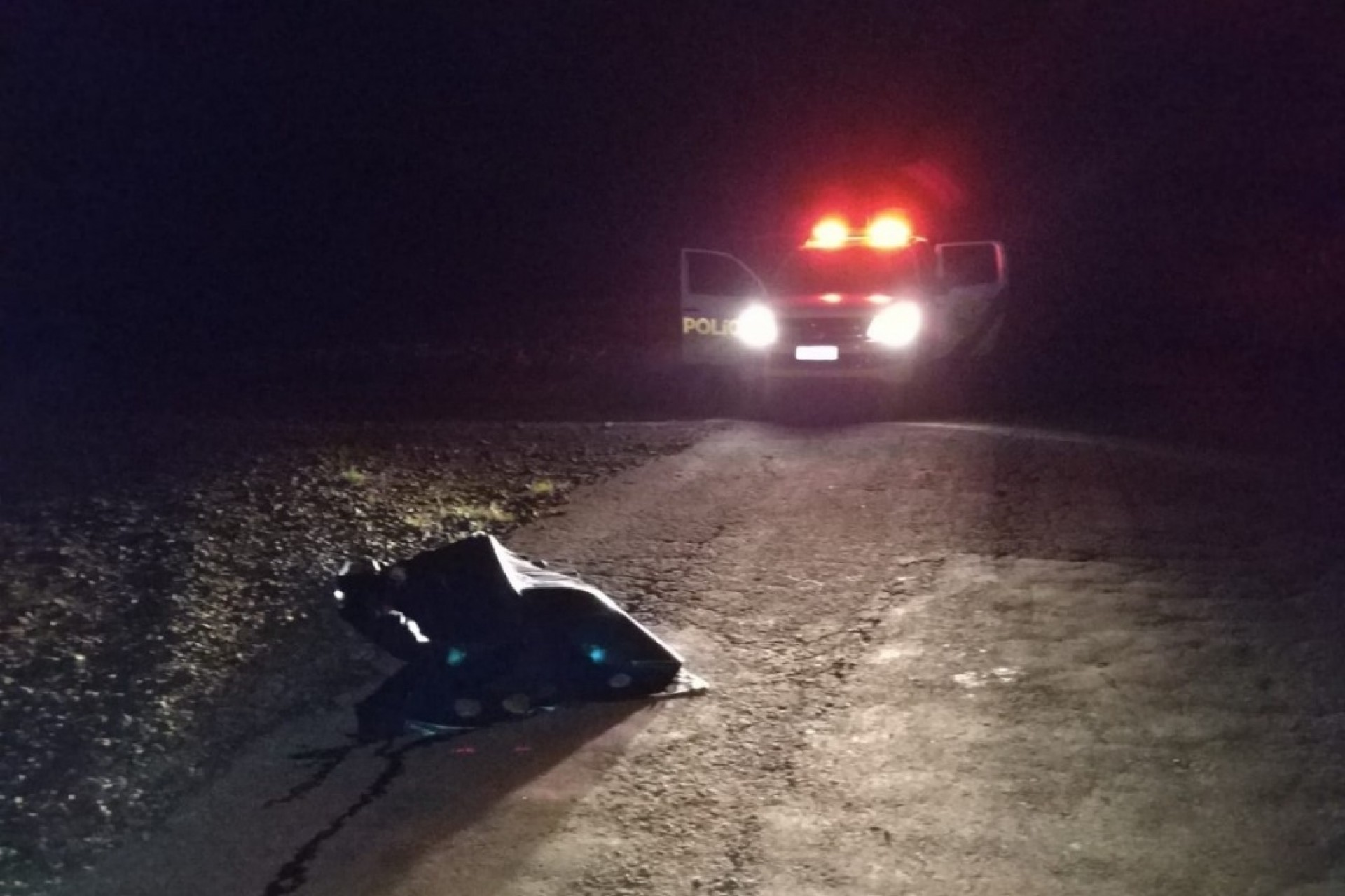 Polícia Militar encontra corpo de mulher no meio de estrada no interior de São Miguel