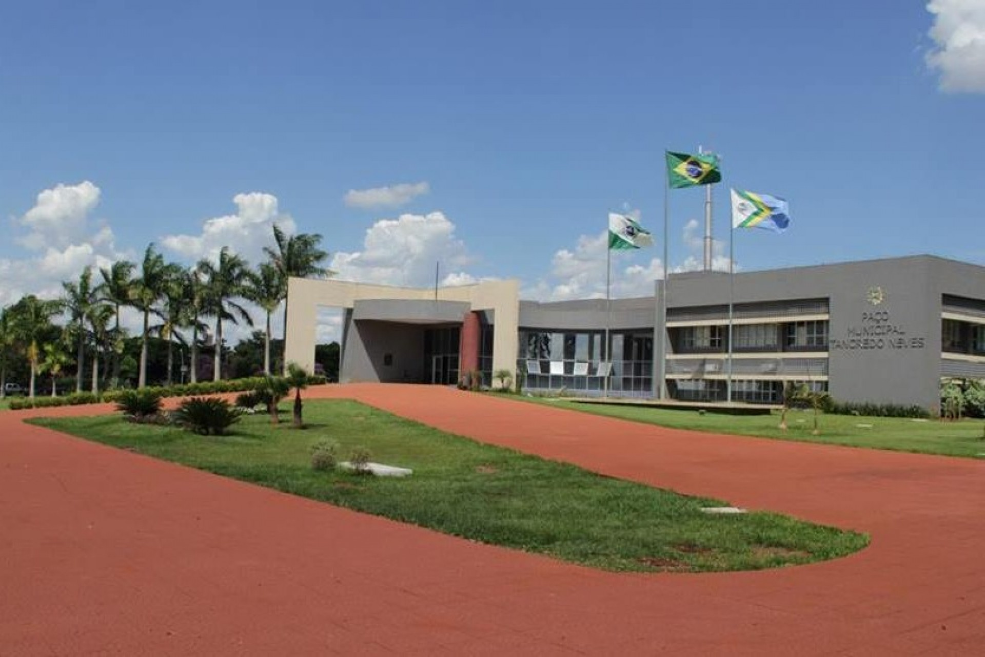 Presa em Cascavel suspeita de desviar R$ 420 mil de prefeitura de Itaipulândia