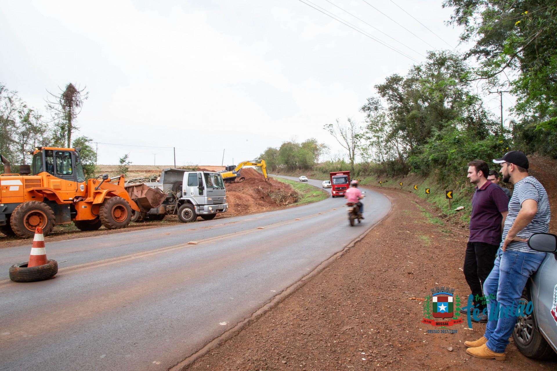 Retirada de Barranco na curva do São Vicente proporciona maior visibilidade aos motoristas