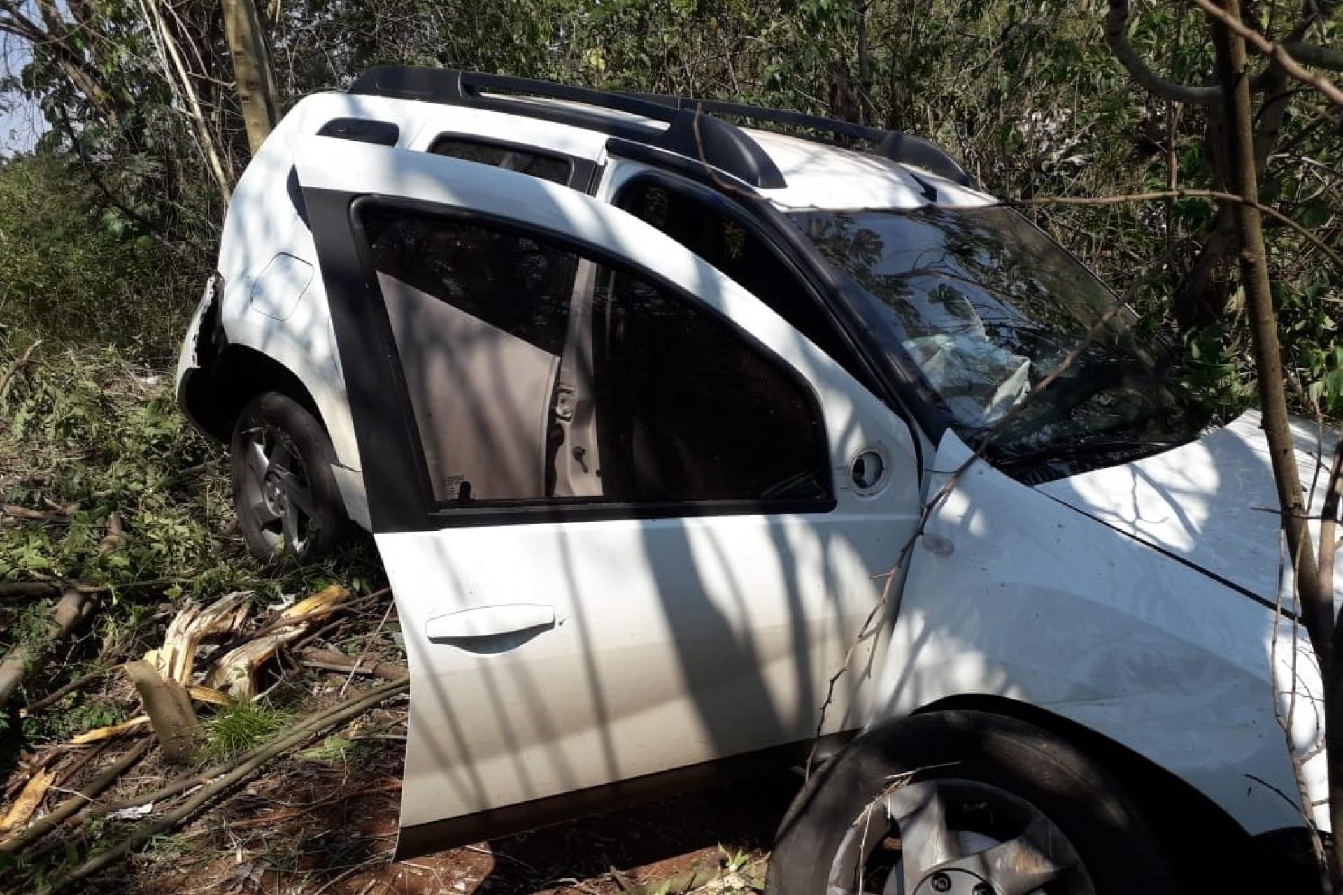 São Miguel: Duas pessoas são socorridas após capotamento na BR-277