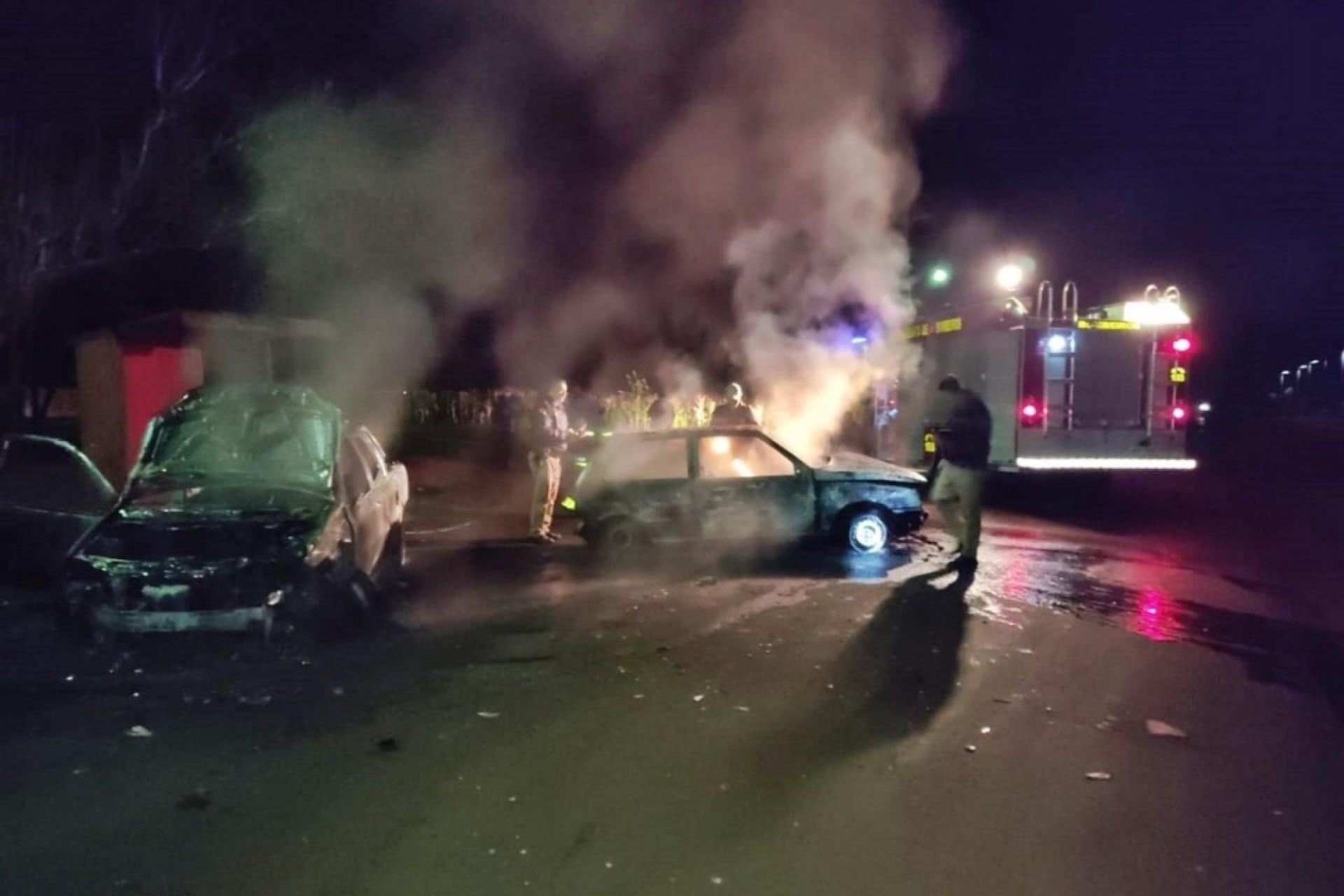 Veículos colidem e pegam fogo em Itaipulândia