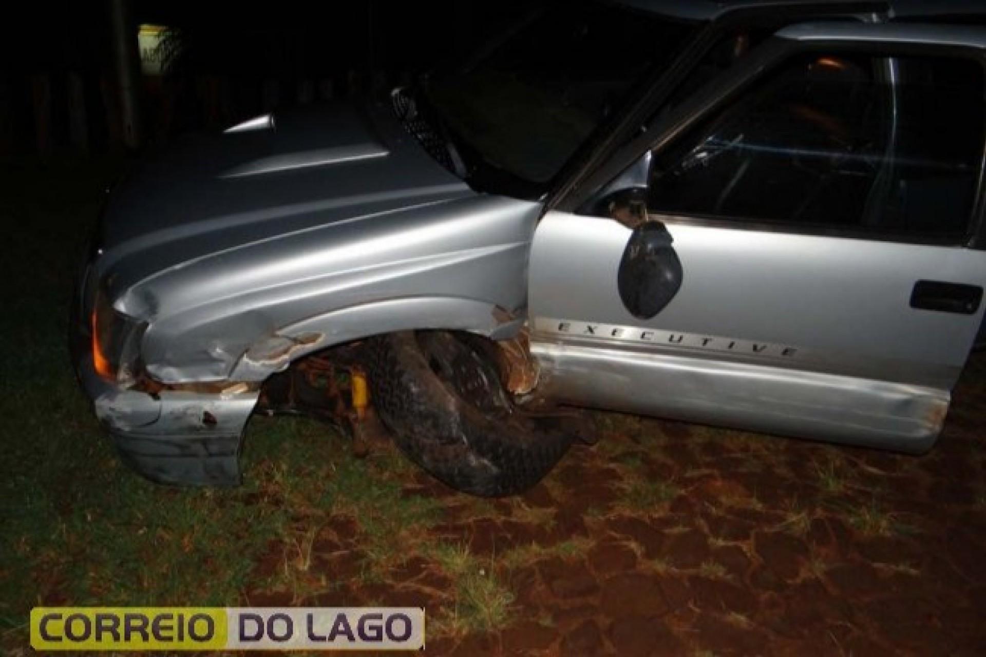 Violenta colisão entre veículos deixa uma pessoa ferida na PR 495