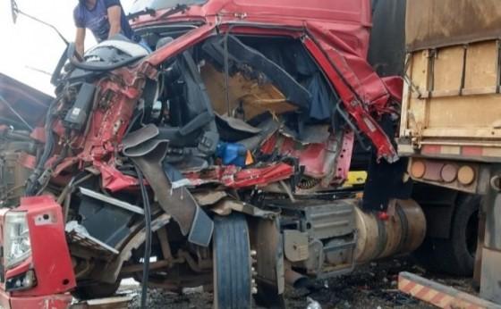 Acidente com carreta de Santa Helena deixa condutor em estado gravíssimo no Mato Grosso