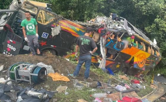 Acidente com ônibus no Paraná deixa 19 mortos e 33 feridos