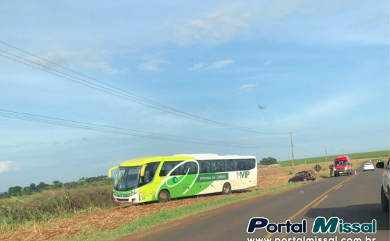 Acidente entre ônibus e carro foi registrado na PR 495 na manhã de hoje