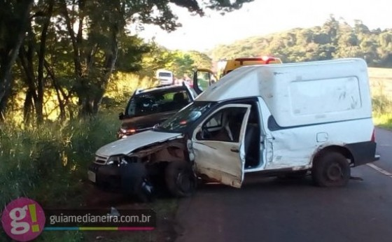 Acidente envolvendo dois veículos é registrado na rodovia PR 495