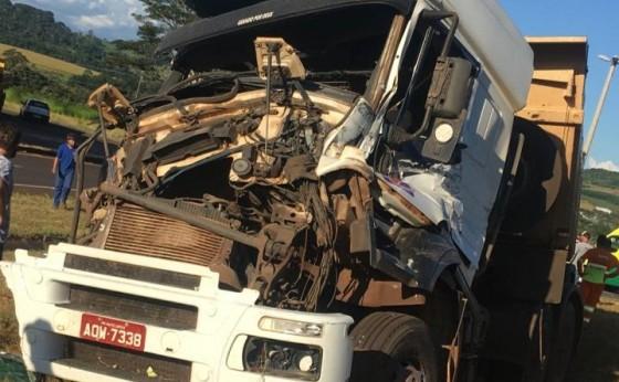 Acidente envolvendo três caminhões é registrado em São Miguel um deles com placa de Missal