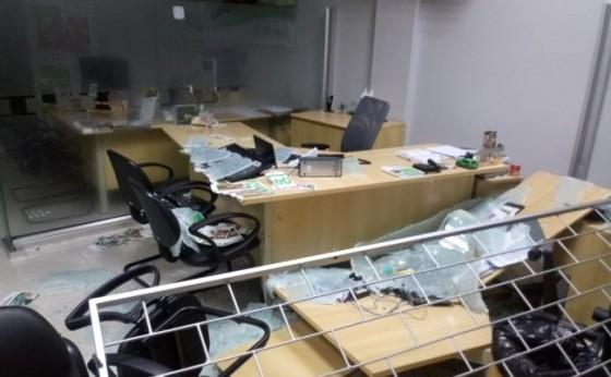 Agência da Sicredi é assaltada em Diamante do Oeste. Três pessoas foram feitas refém
