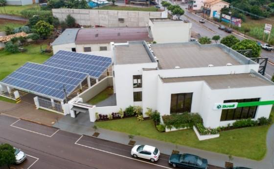 Agência do Sicredi em Missal ganha primeiro sistema de energia solar da cooperativa