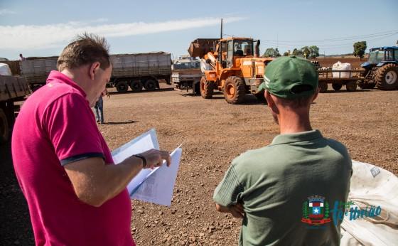 Agricultores de Missal recebem insumos para Recuperação de Pastagem