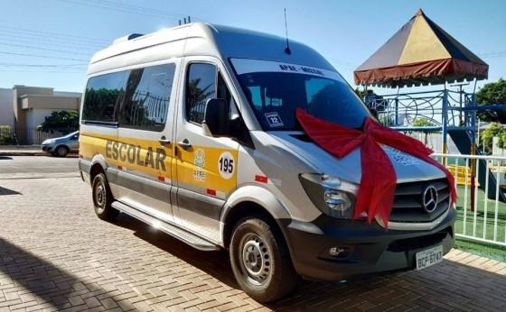 APAE de Missal recebe nova van