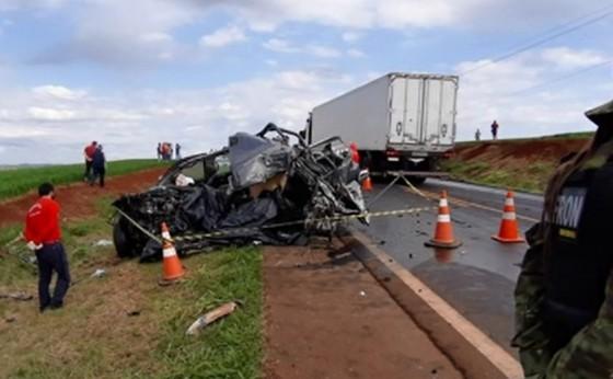 Após matar pai a facadas, filho foge de carro e morre em acidente no Paraná