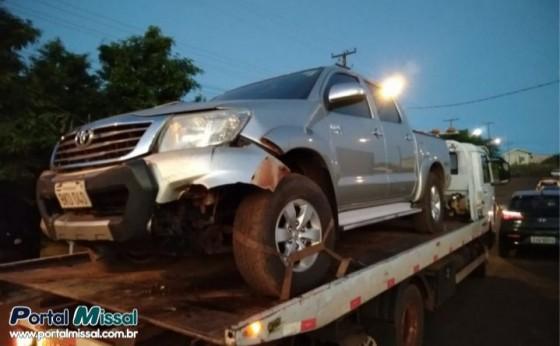 Assaltante colide em poste com caminhonete roubada após fugir da PM em São Miguel