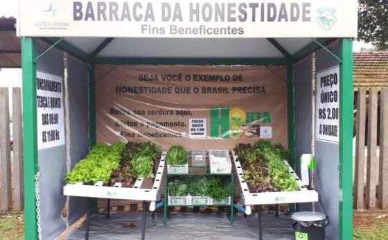 Barraca sem vendedor aposta na honestidade das pessoas em Foz do Iguaçu
