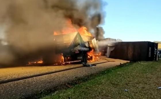 Caminhoneiros morrem em gravíssimo acidente na PR-280