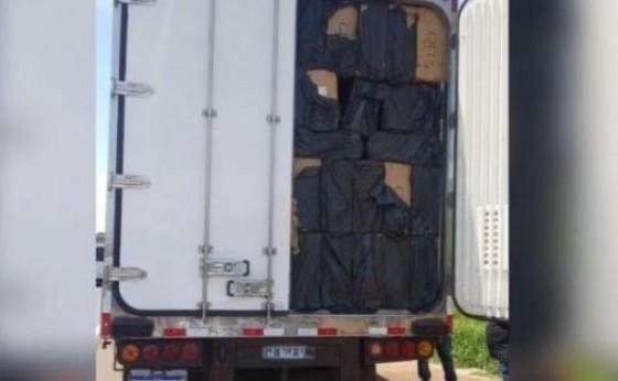 Carreta abarrotada de cigarros é apreendida e motorista de Medianeira é preso