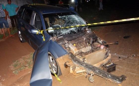 Carro e caminhão se envolvem em grave acidente em Santa Helena