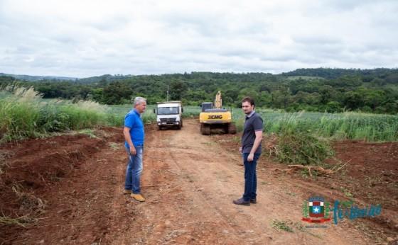 Cerca de 1500 metros de uma estrada em Linha Jacutinga serão alargados em Missal