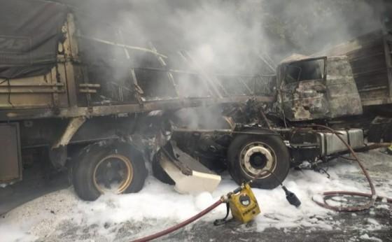 Com caminhões diferentes, pai e filho se envolvem em acidente na BR-467 e um deles morre