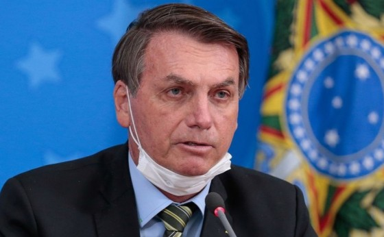 Com suspeita de Covid-19, Bolsonaro faz novo teste e já toma hidroxicloroquina