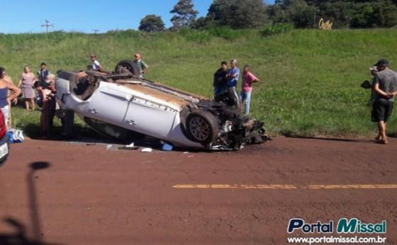 Condutor causa acidente e foge do local; mulheres e criança ficam feridas em São Miguel