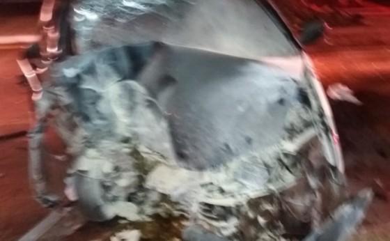 Condutor fica gravemente ferido ao colidir veículo contra coqueiro em Itaipulândia