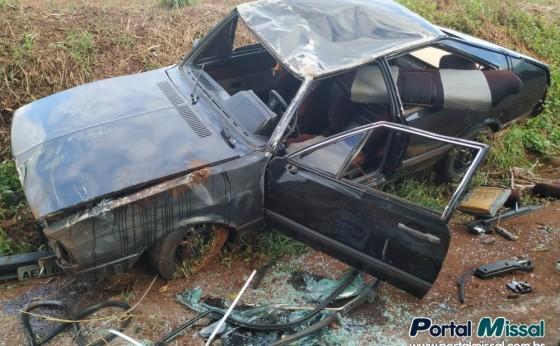 Condutor foge de abordagem policial, capota veículo e adolescente se fere em São Miguel do Iguaçu