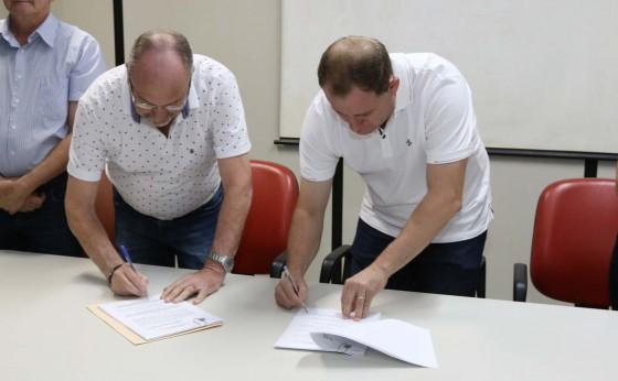 Convênio celebrado entre municípios possibilitará pavimentação de estrada rural