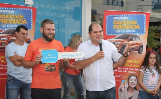 Coperfarma Missal entrega carro da Promoção Fidelidade Premiada