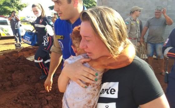 Criança cai em buraco de 5 metros de profundidade e é resgatada sem nenhum ferimento no Paraná